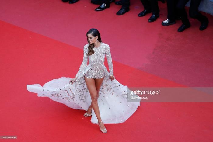 Thảm đỏ Cannes ngày thứ 6: Đạo diễn Christopher Nolan xuất hiện, Iskra Lawrence khoe ngực khủng ảnh 35