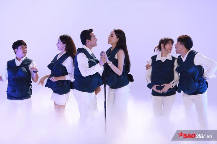 Chiếc áo bầu kỳ diệu sẽ là bạn đồng hành cùng các nghệ sĩ trong suốt chương trình Khi đàn ông mang bầu.