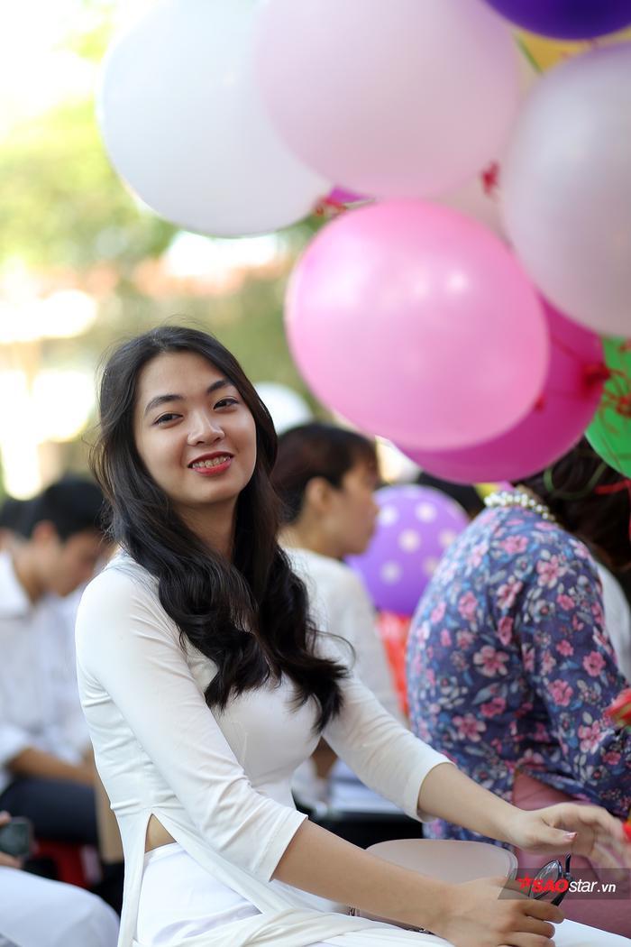 'Đặc sản' trong lễ bế giảng của teen Chu Văn An: 'Cả một trời' gái xinh khiến dân mạng xao xuyến