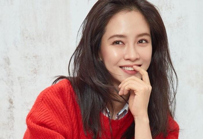 Trong khi đó, Song Ji Hyo sẽ thực hiện nhân vật nữ nhà văn viết truyện ma.