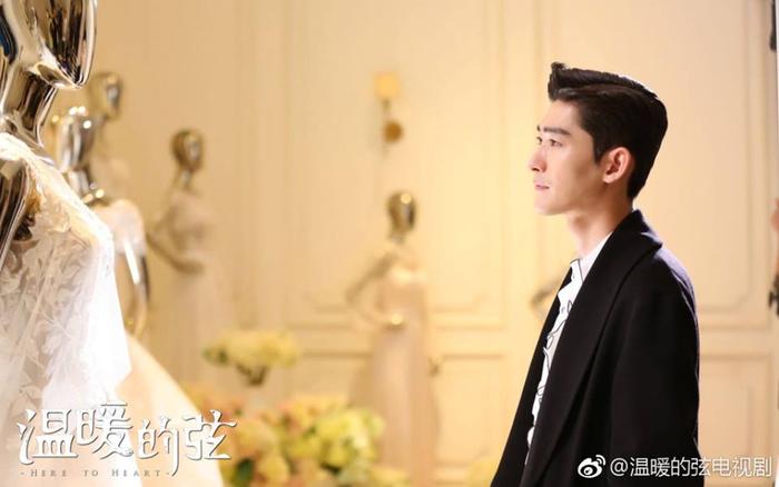 Ôn Noãn không kịp đến hôn lễ, Nam Huyền ngắm nhìn chiếc váy mà anh tự tay chọn cho cô