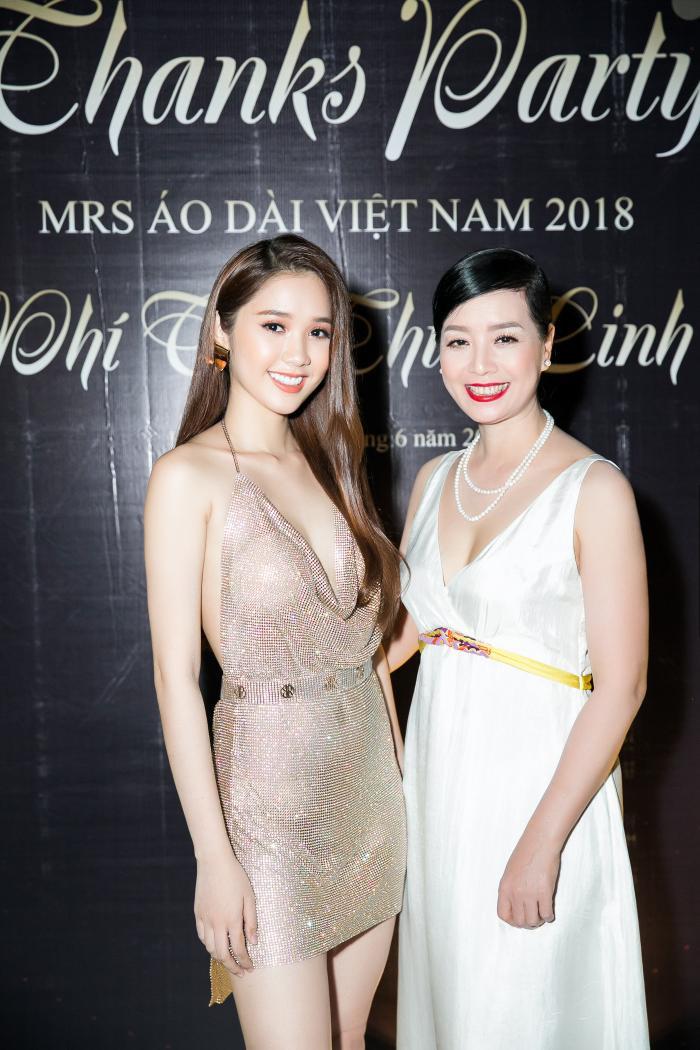 Người đẹp hạnh phúc khi có dịp gặp lại NSƯT Chiều Xuân.