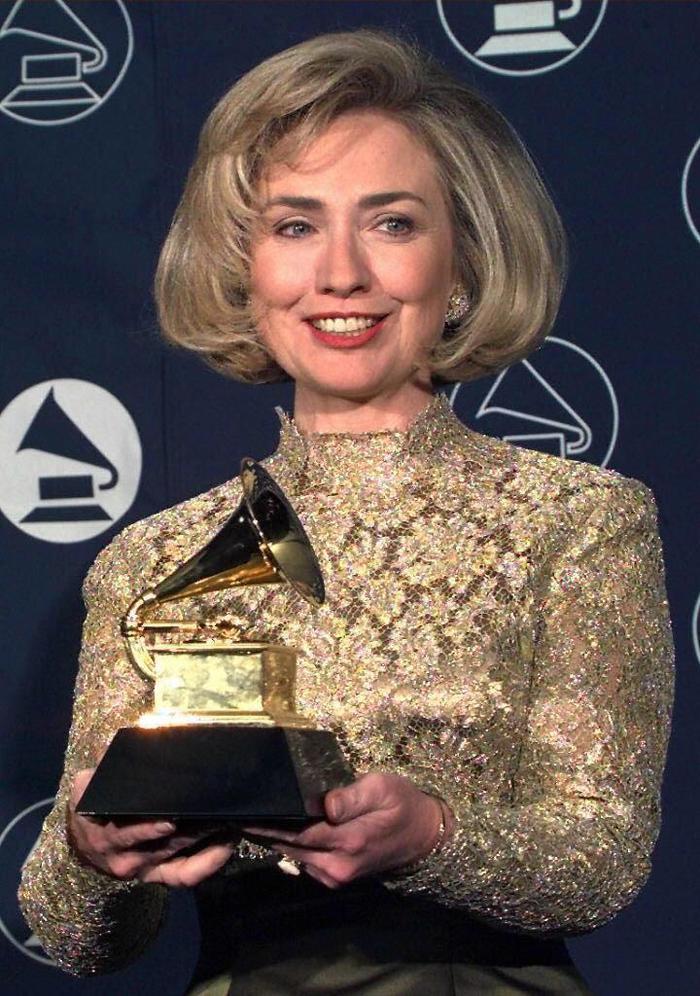 15. Đã có 3 tổng thống vinh dự được nhận giải Grammy ở hạng mục Best Spoken World Album (dành cho những bài diễn thuyết, sách nói có ảnh hưởng nhất) là Bill Clinton (2005), Jimmy Carter (2007) và Barack Obama (2006 , 2008). Đệ nhất phu nhân Hillary Clinton cũng được trao giải thưởng tương tự vào năm 1997. Ảnh:JON LEVY/AFP/Getty Images
