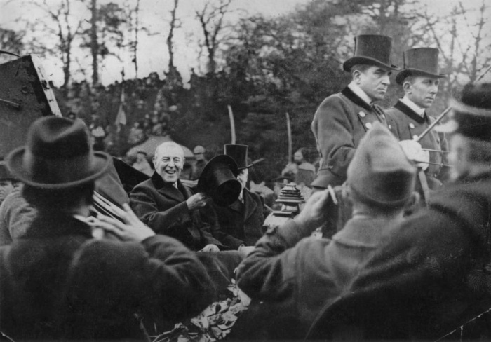 21. Woodrow Wilson là Tổng thống đầu tiên vượt Đại Tây Dương, sử dụng chiếc tàu U.S.S. George Washington khi di chuyển đến Hội nghị hòa bình tại Paris (tháng 12 năm 1918).Ảnh:Hulton Archive/Getty Images