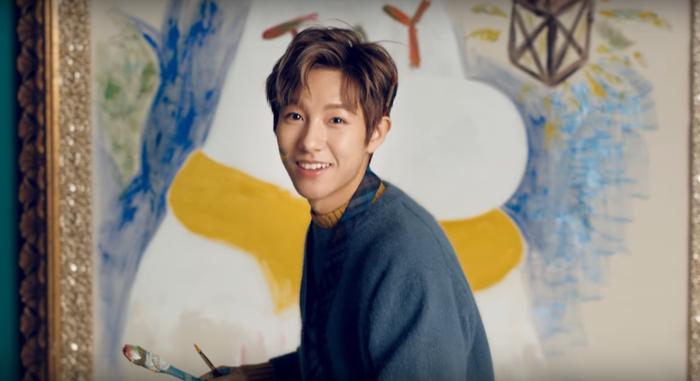 Cuối năm 2017 Renjun không ngại cười tít mắt.