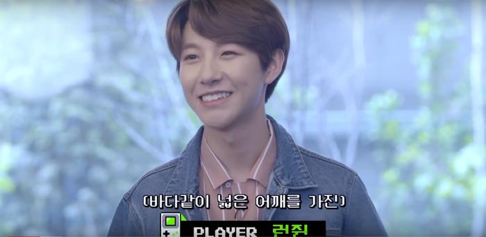 Trong video mới đây do SM Ent tung ra, hàm răng đều đẹp của cậu bé thực sự làm fan bất ngờ. Renjun tham gia chơi đoán bài hát cùng các thành viên NCT.