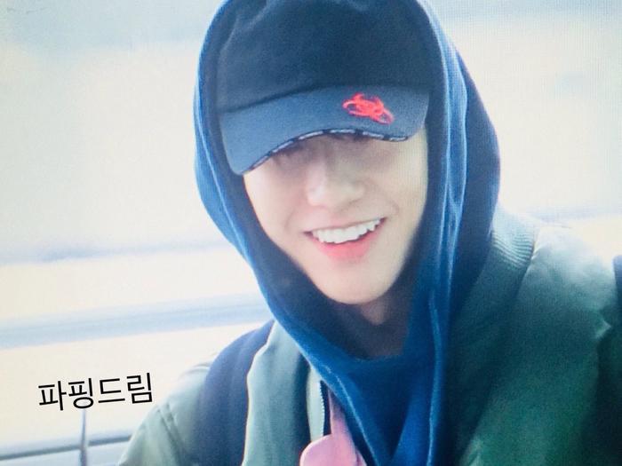Ngày 30/1/2018 fan được phen 'hú hồn' khi bắt gặp nụ cười 'toàn răng' của Renjun ở sân bay.