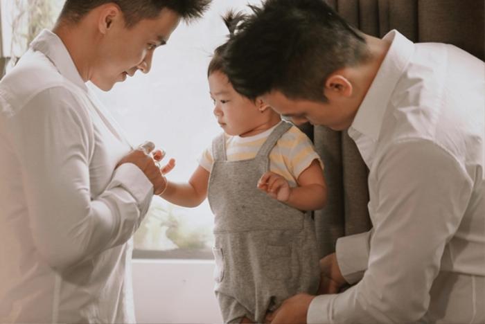 Hạnh phúc được làm cha của cặp nhiếp ảnh gia đồng tính Việt