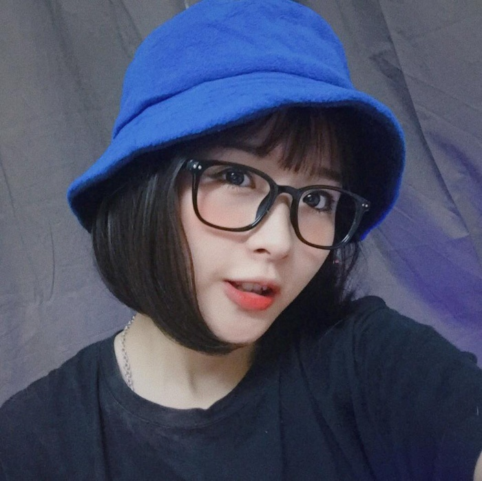 Vừa học giỏi lại quá xinh đẹp, nữ sinh Đại học Thăng Long bị dân mạng ráo riết truy link để ngắm ảnh