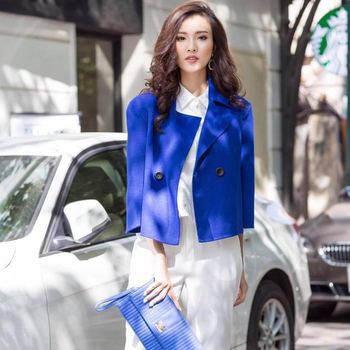 Cựu sinh viên khóa 54 của NEU – Sái Hương Ly. Hương Ly từng lọt top 20 Miss Teen miền Bắc, danh hiệu Miss OneTV trong cuộc thi Miss Ngôi Sao, giải Nhì cuộc thi Giai điệu Tuổi hồng. Cũng từng là thí sinh tham dự hoa hậu Việt Nam 2016.