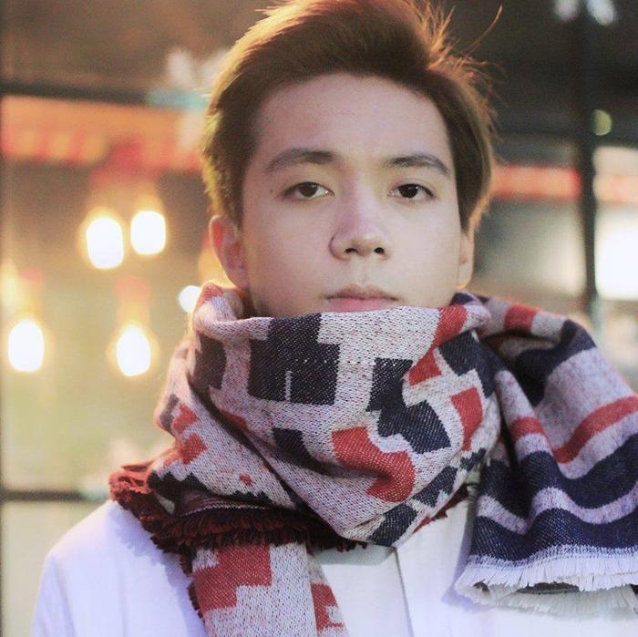 Vũ Kiên – nam sinh nổi tiếng nhờ ngoại hình giống Soobin Hoàng Sơn. Hiện Kiên đang là sinh viên K55 của NEU, hiện tại cũng đang mở 1 shop quần áo riêng.