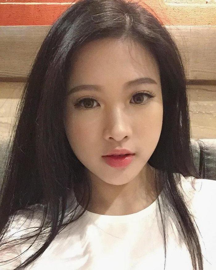 Em gái Huyền Baby là Đặng Ngọc Diễm, 23 tuổi. Cô cũng là gương mặt khá nổi bật trong giới trẻ, đồng thời là cựu sinh viên của trường NEU.