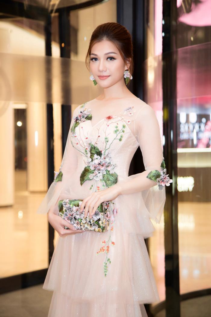 Người đẹp gốc Buôn Mê danh hiệu Hoa hậu Thế giới Người Việt 2016, sau đăng quang, cô nhận được nhiều lời mời tham dự sự kiện, và mới đây đã cùng với thầy mình – Hồ Đức Vĩnh trở thành bình luận viên khách mời trong mùa World Cup 2018 trên sóng truyền hình quốc gia.