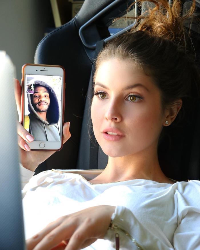Gương mặt xinh đẹp hoàn hảo như búp bê củaAmanda Cerny nhanh chóng nhận được sự yêu mến của cộng đồng mạng.