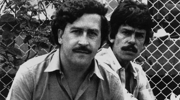 Ông trùm Pablo Escobar (trái). Ảnh: AP