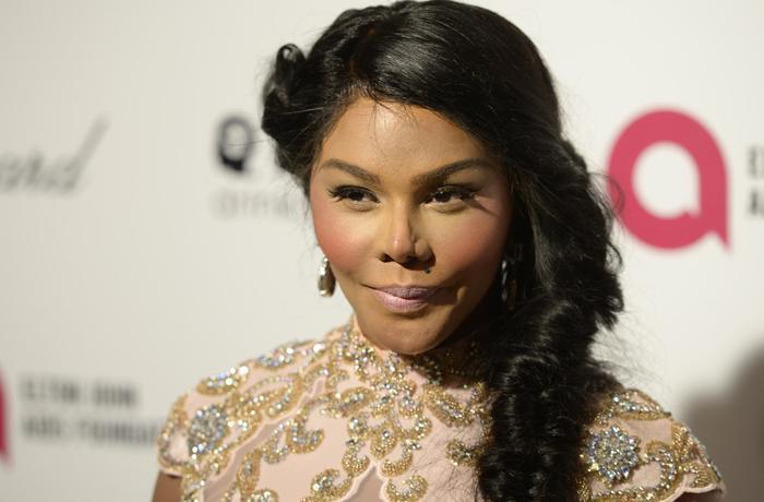 Đồng ý là Lil' Kim nổi danh từ trước Nicki Minaj….