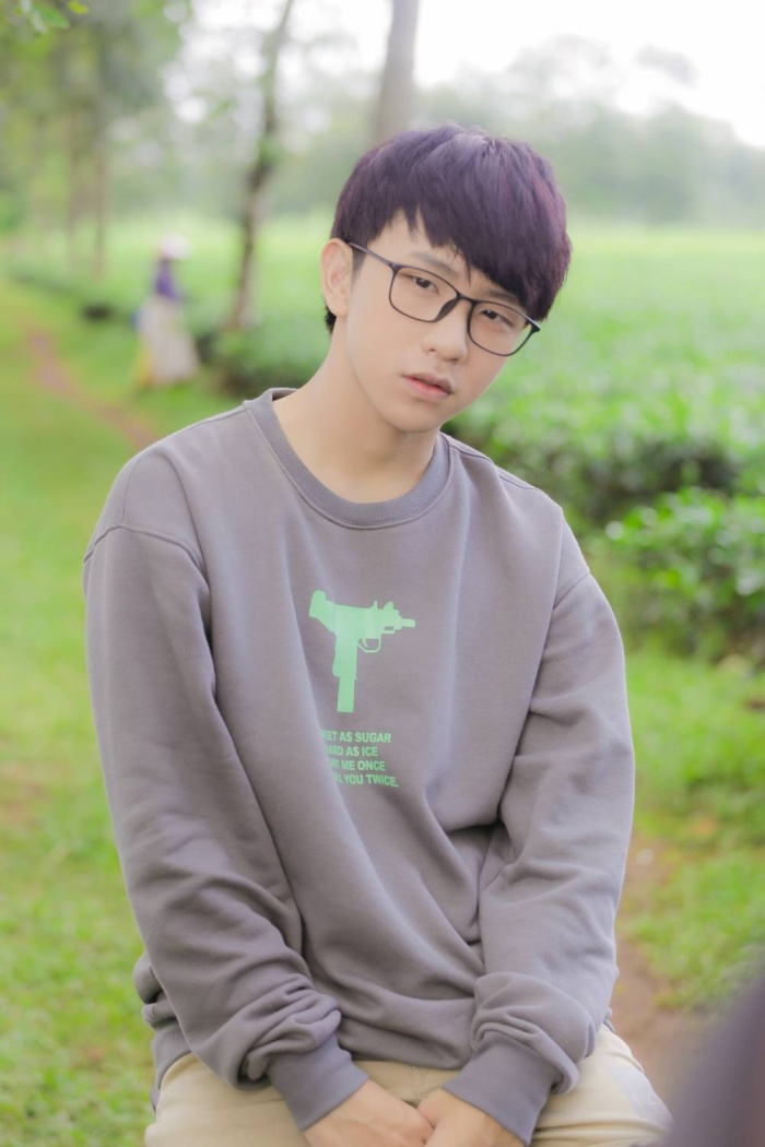 Ca sĩ Tùng Maru trong vai Thạch.