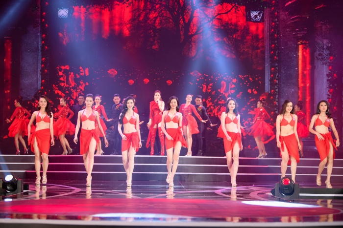 Màn đọ sắc của Chi Pu cùng dàn thí sinh Chung khảo phía Nam Hoa hậu Việt Nam 2018.