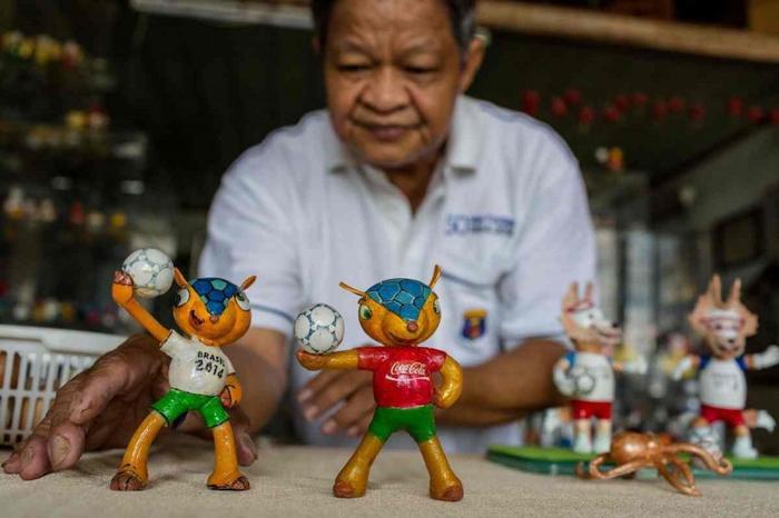 Ông Tam còn làm nhiều chú linh vật khác nhau theo suốt những kỳ thể thao lớn. Ảnh: AFP