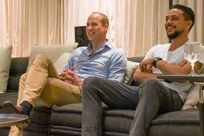 Hoàng tử Anh đã có một đêm xem đội nhà thi đấu đáng nhớ với Thái tử Jordan. Ảnh: Daily Mail