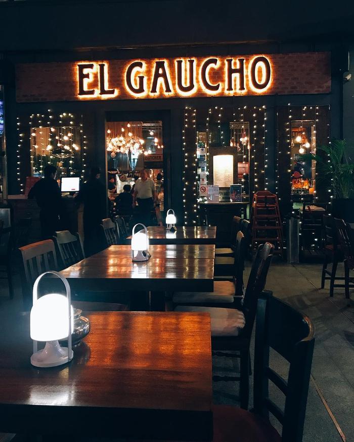 Không gian bên trong siêu sang siêu đẹp, rất thích hợp để bạn hẹn hò cùng người thương - Ảnh: El Gaucho Steakhouse