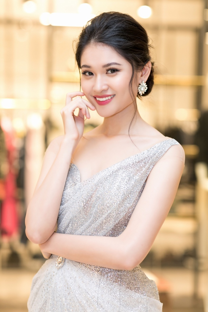 Á hậu Thùy Dung tốt nghiệp đại học Ngoại thương, lấn sân làm MC tiếng Anh ảnh 2