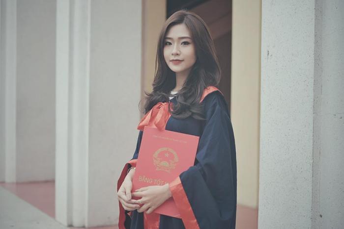 Thanh Huyền sinh năm 1996 tại Hà Nội, hiện tại cô đang theo học khoa Khách sạn - du lịch, trường Đại học Thương Mại.