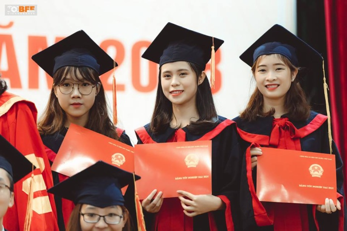 Các nữ sinh trường ĐH Phương Đông vốn được biết đến là những cô gái xinh đẹp, học giỏi, đa tài và tự tin.