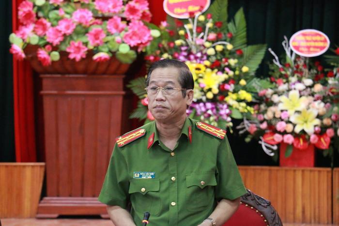 Đại tá Phùng Tiến Triển, Phó giám đốc Công an tỉnh Sơn La chủ trì buổi họp báo.