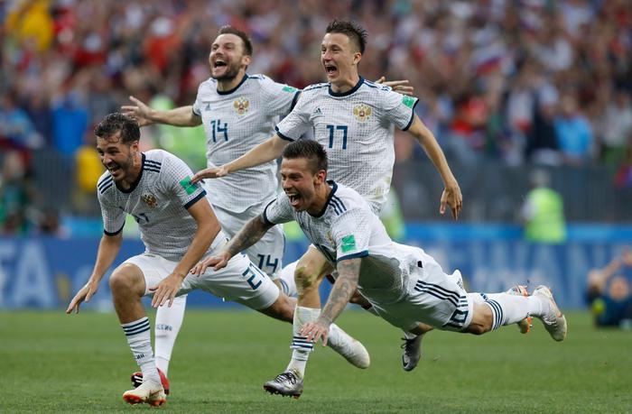 Đội tuyển Nga có chiến thắng bất ngờ trước Tây Ban Nha, qua đó lọt vào tứ kết World Cup năm nay. Ảnh: AP