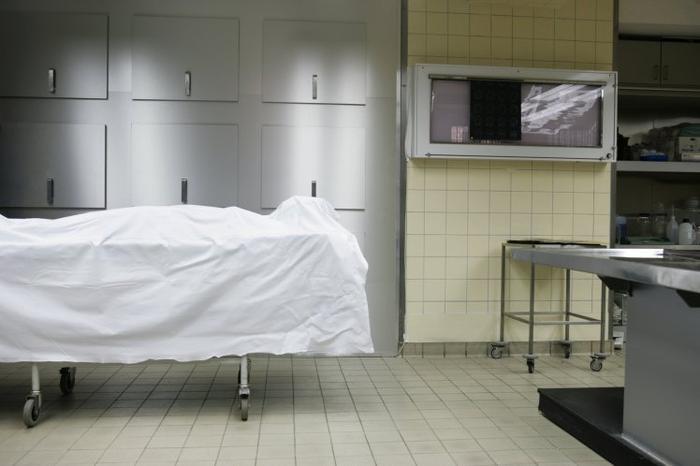 Người phụ nữ bất ngờ sống lại sau khi được đưa vào nhà xác.