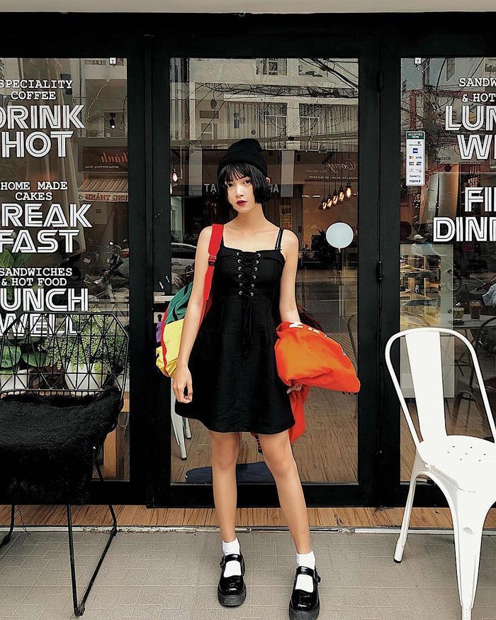 Sao Việt mặc gì hôm nay: Tâm Tít mặc đồ xuyên thấu táo bạo, Châu Bùi chỉnh ảnh vẹo cả đùi
