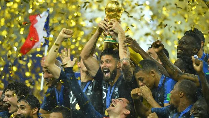 Tuyển Pháp lên ngôi vô địch sau chiến thắng 4-2 trước Croatia.