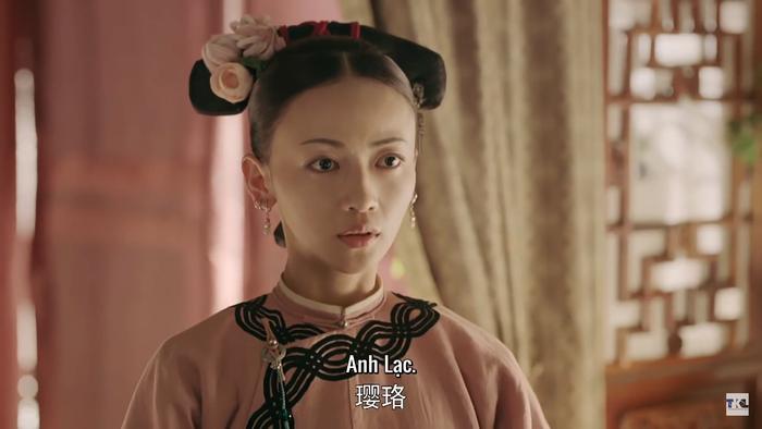 Anh Lạc hiện lên là một cung nữ khá am tường mọi sự: thêu thùa giỏi, tay nghề về dược liệu đáng lưu tâm.