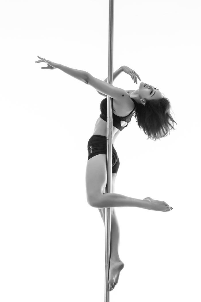 Nữ MC bộc bạch ban đầu cô rất sợ ngã, nhưng lại có mong muốn chinh phục và vượt qua nỗi sợ của chính mình nên Phương Mai dựng hẳn cây cột trong nhà để luyện tập.