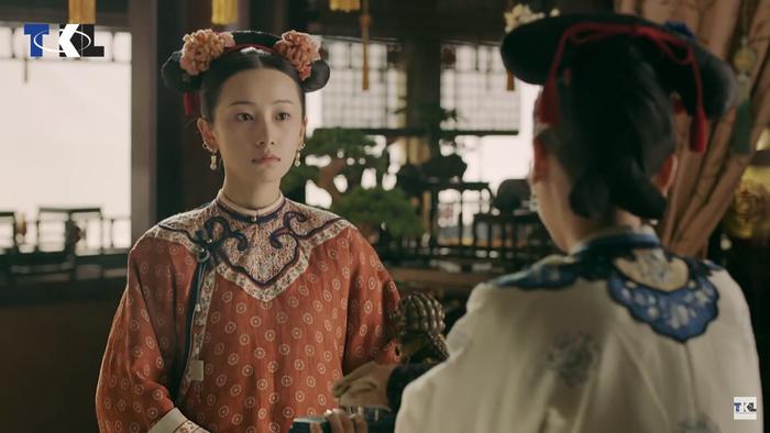 Minh Ngọc luôn lên giọng bắt bẻ Anh Lạc, bên cạnh đó càng có ác cảm hơn khi bắt gặp Phó Hằng lén lút đến gặp cô nàng.