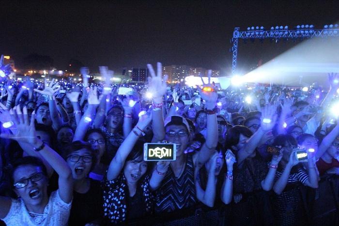 Không có các sân vận động khủng như nước bạn, nhưng Taylor hoàn toàn có thể mang tour đến trường đua Phú Thọ - nơi cô bạn Demi Lovato đã từng biểu diễn rất thành công trước hơn 50,000 khán giả vào năm 2015.