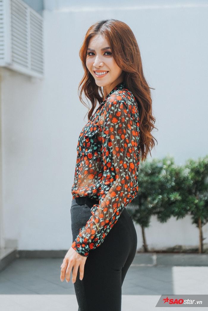 Minh Tú xuất hiện rạng rỡ sau khi công bố việc quay trở lại Asia's Next Top Model với vai trò hoàn toàn mới.