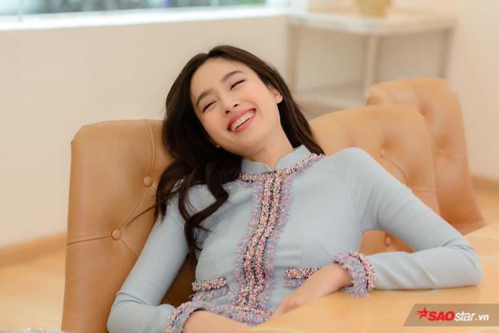 Chiếc áo dài được Nong Poy chọn mặc nằm trong bộ sưu tập mới nhất của NTK Công Trí.