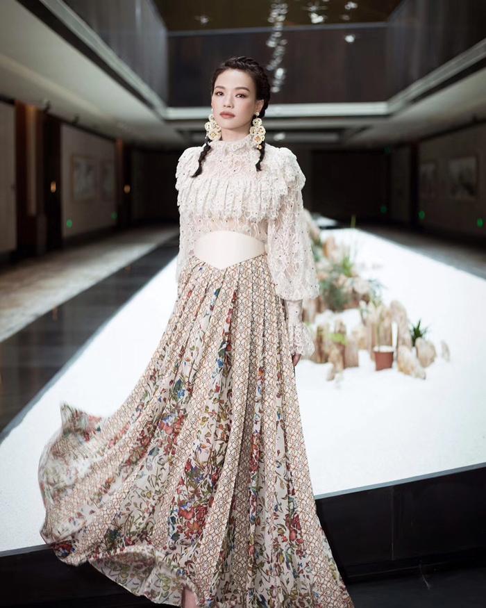 Bên cạnh tài năng diễn xuất bậc thầy, Thư Kỳ được đánh giá có gu thẩm mĩ cao và có phong cách thu hút. Cô thường được mời đến những sự kiện thời trang và làm đẹp nổi tiếng.