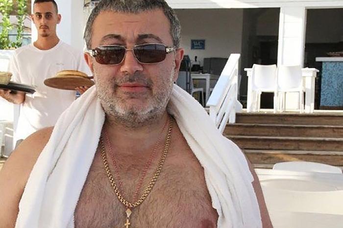 Mikhail Khachaturyan, 57 tuổi.