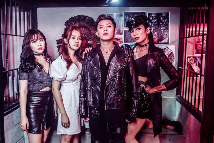 """Ngoài việc giới thiệu hình ảnh mới, MV Yêu anh sẽ tốt mà còn được """"đốt nóng"""" bởi những đồn đoán của fan về vai trò của BB Trần, MisThy và Tam Triều Dâng."""