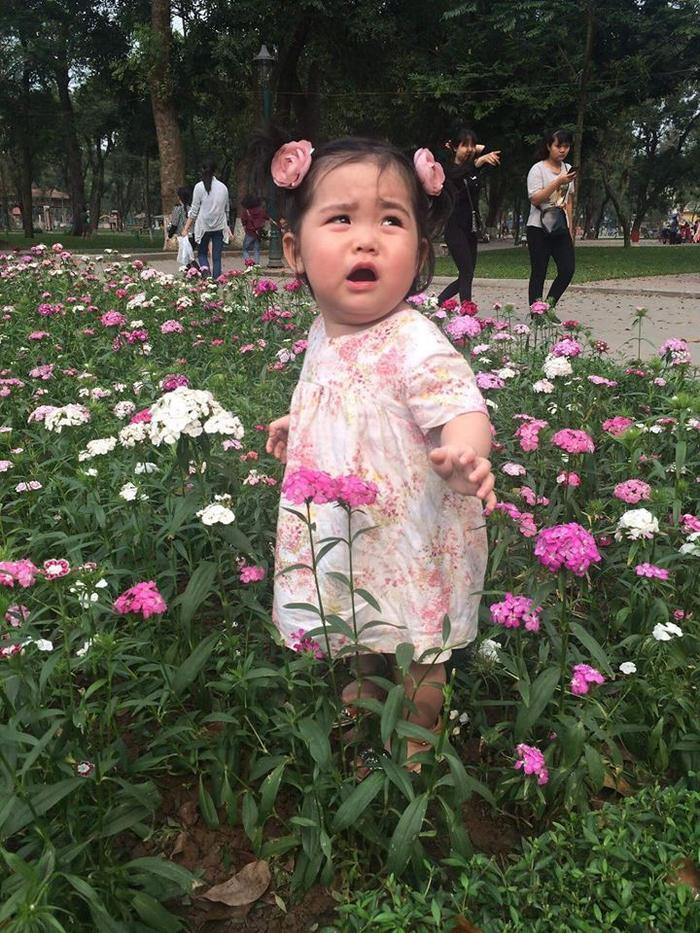 Chụp theo style cây cỏ hoa lá che hết chân