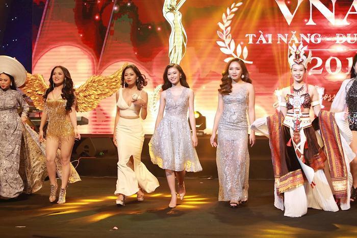 Vừa qua cô bạn lọt vào top 5 thí sinh xuất sắc nhất cuộc thi Tài năng và Duyên dáng Học viện Âm nhạc Quốc gia Việt Nam 2018