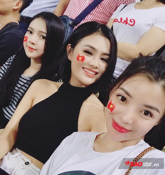 Đặng Ngân và dàn hot girl nóng bỏng trong ngày U23 Việt Nam vô địch ảnh 4
