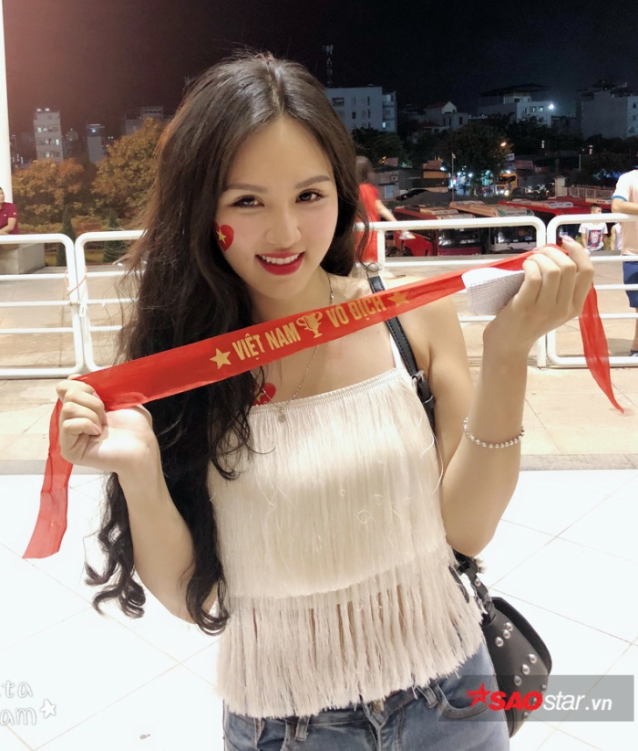 Đặng Ngân và dàn hot girl nóng bỏng trong ngày U23 Việt Nam vô địch ảnh 6