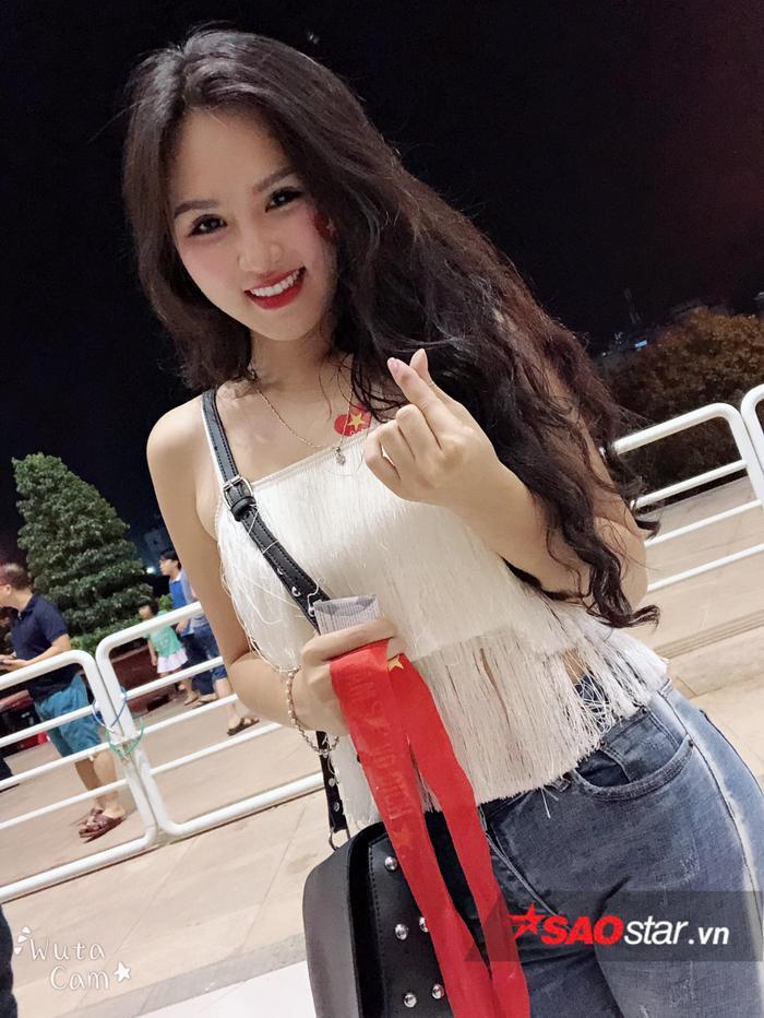Đặng Ngân và dàn hot girl nóng bỏng trong ngày U23 Việt Nam vô địch ảnh 1