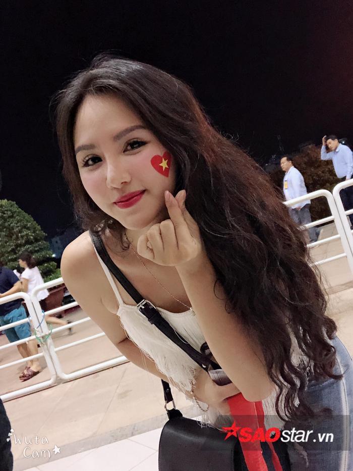 Đặng Ngân và dàn hot girl nóng bỏng trong ngày U23 Việt Nam vô địch ảnh 2
