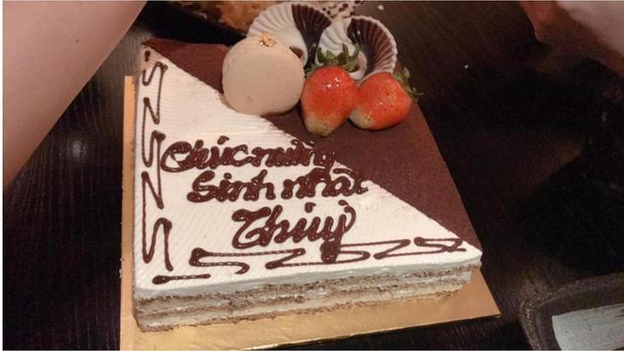Chiếc bánh sinh nhật Mai Phương Thúy được Ngọc Hân chia sẻ trên Instagram Story.