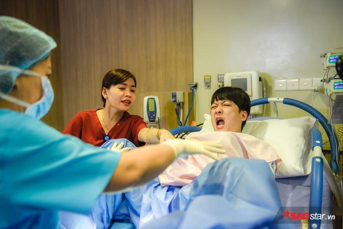 """Cuộc chuyện trò đáng yêu của Trường Giang và các bác sĩ: """"Không phải đau đẻ nhưng chính là đau đẻ""""."""